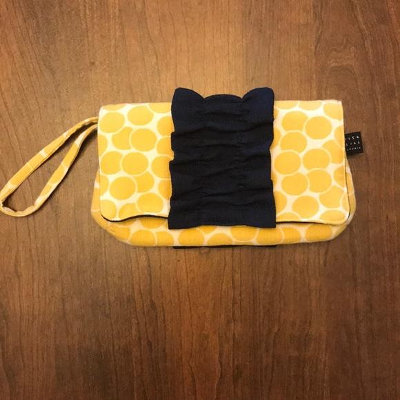1154 Lill Studio Handbags - 🌺 3/$25: 1155 Lill Studio clutch